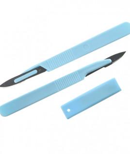 Скальпель с пластмассовой ручкой